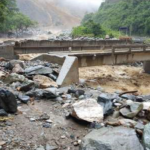 Entrega de ayuda humanitaria a afectados por huaico en Ayacucho