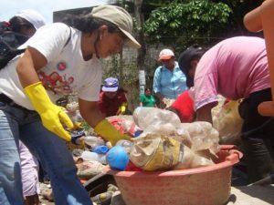 Campaña de recojo de criaderos de zancudo contra el zika en Tingo María