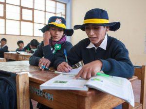 Vraem: Entregan bonos a familias de 18 mil estudiantes