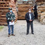 Transfieren madera decomisada para confeccionar mobiliario escolar en La Oroya