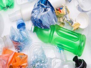 Industria del 'usar y tirar' ralentiza lucha contra plásticos de un solo uso