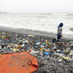 Analizan situación del consumo del plástico en el Perú