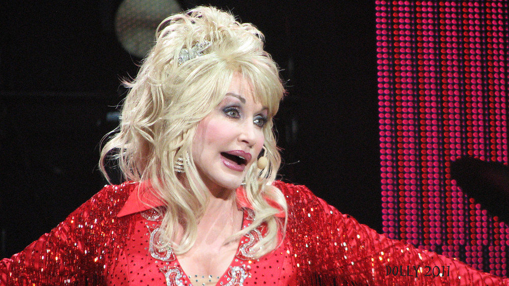 You Ll Never See Dolly Parton Without Makeup On Because She Actually Sleeps In It