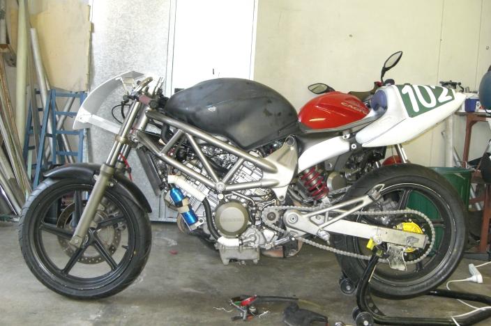 CIMG0012 racing a vtr250 production any hints honda vtr 250 wiring diagram at reclaimingppi.co