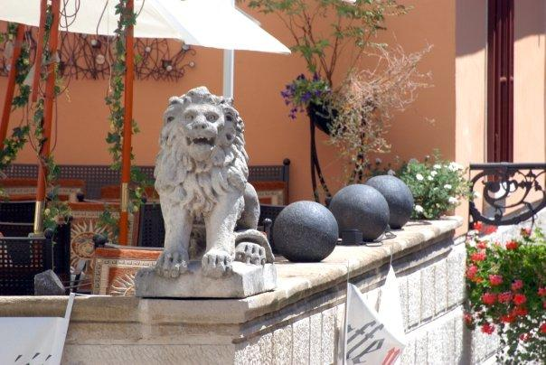 that's the symbol of my city i'm collecting lions from different countries :)