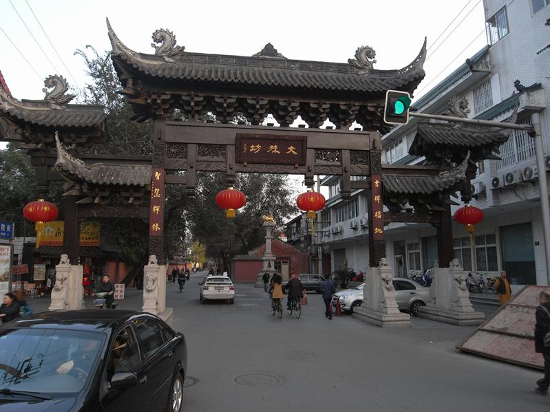 chinatown? in china? .. no! entrance to wenshu fang old quarter, chengdu