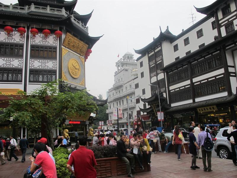 Yu Garden (豫 園 ) vicinity and streets