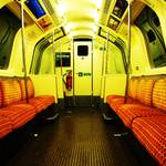 Glasgow_Subway_car_interior.jpg