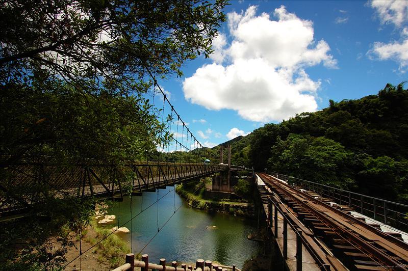 鐵路鐵橋及旁邊的觀瀑大橋