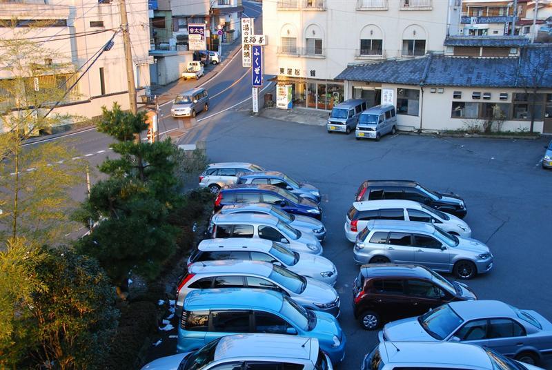 早晨的停車場