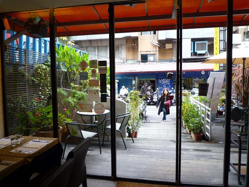 台灣的街景確實不怎麼美.jpg