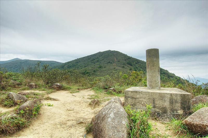 235米標高柱上望老虎騎石