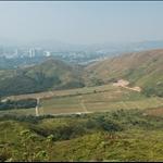 DSC_9732 山下的大嶺練靶場及較遠的上水天平山.jpg