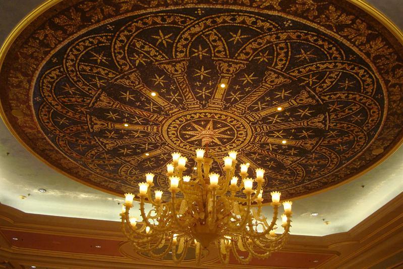 天花板都要搞得非常豪華