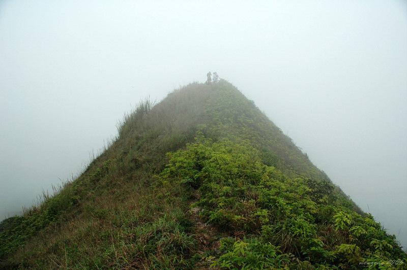 攀上西貢三尖之一的睇魚岩頂