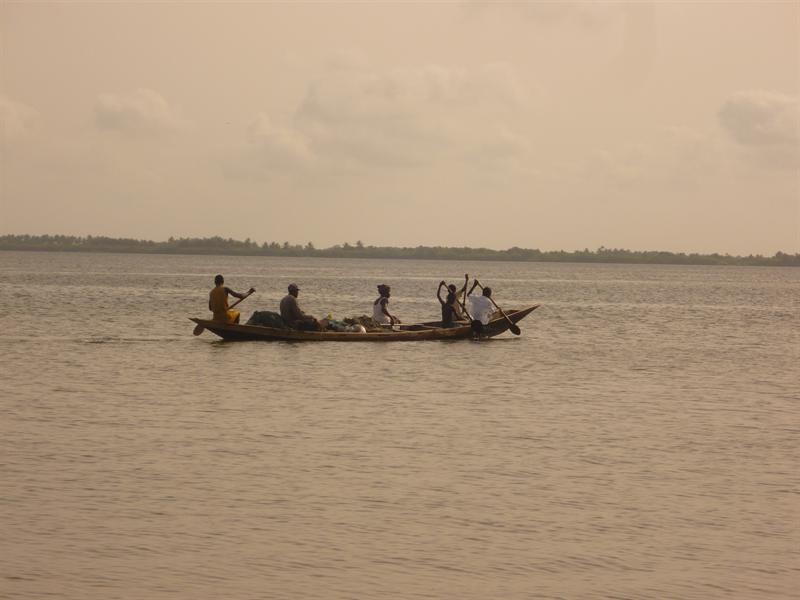 Ada Foah - Fischer auf dem Weg zur Arbeit