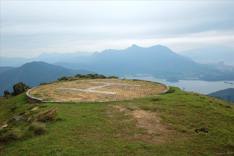 直升機坪眺望雞公山及對岸的馬鞍山