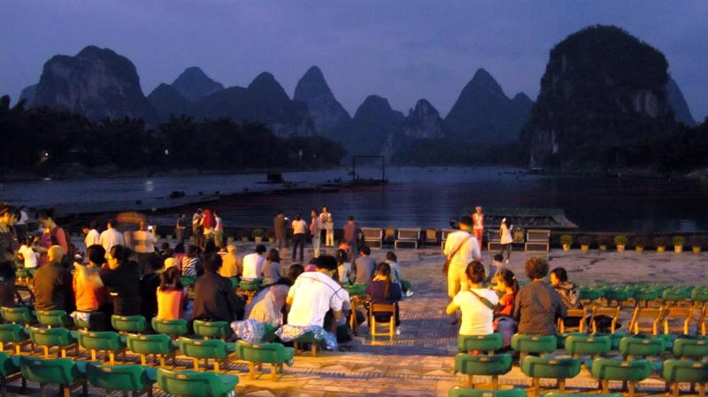 Biggest natural stage with 12 mountain peaks as its background in the Li River. The show is directed by Chinese famous director Zang Yimou (張 藝 謀 )