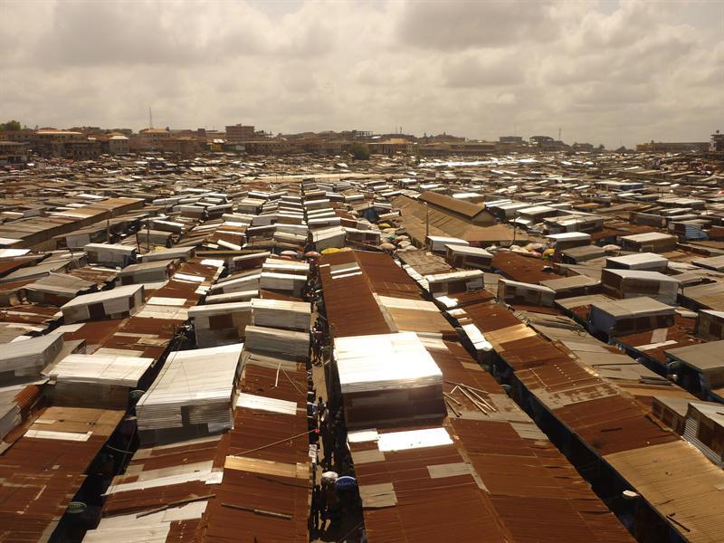 Kumasi - Markt bis zum Horizont