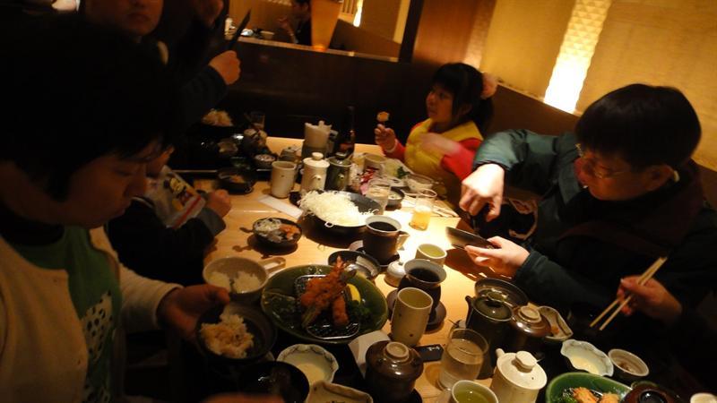 滿桌的食物
