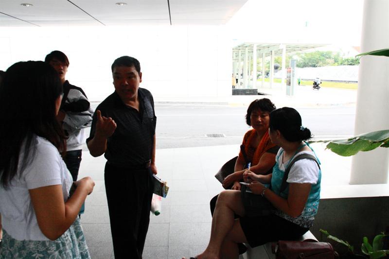 這2個北京人都是老師…還互留連絡方式,去北京可以找他們