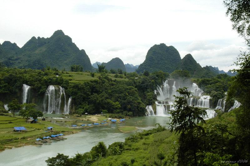 Detian Transnational Waterfall lies on Daxin County of Guangxi Zhuang Autonomous Region德天瀑布位於中越邊境廣西大新縣