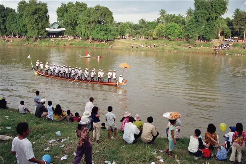arriving battambang during the water festival race