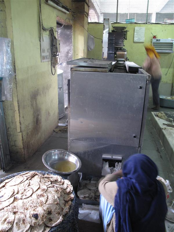 Chapati helping machine