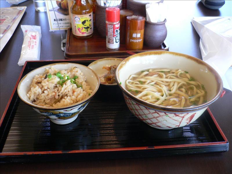 午餐:就是吃麵配飯啦!