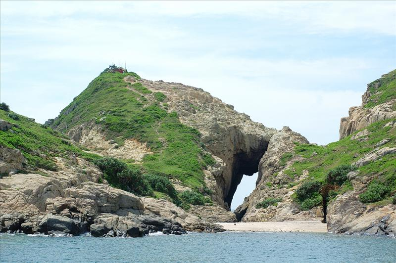 Stone Arch of South Nine Pin 南果洲的石拱門