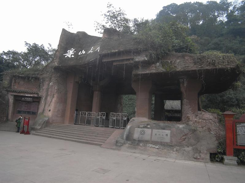 entrance to site of the giant buddha