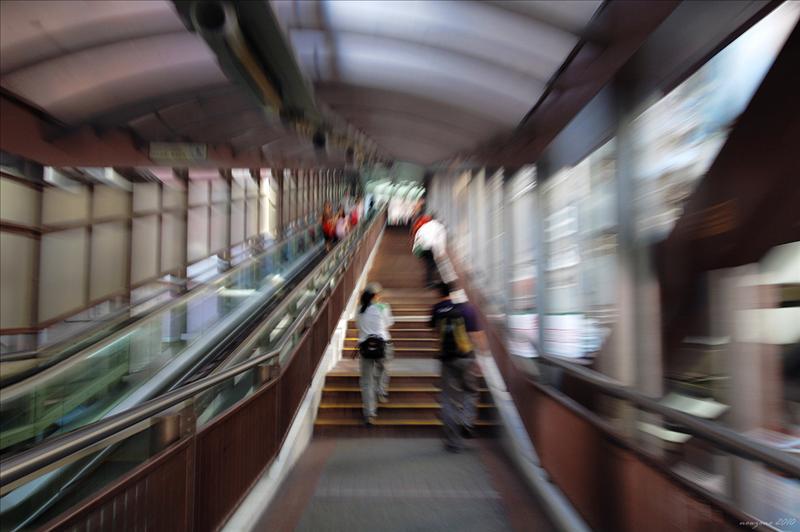 中環至半山自動扶梯起步 Start at Central Mid levels escalators