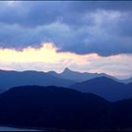 遠眺蚺蛇尖,前景則為吊鐘洲及萬宜群山
