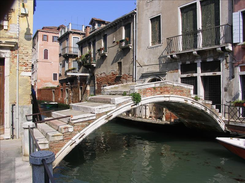 Slender bridge