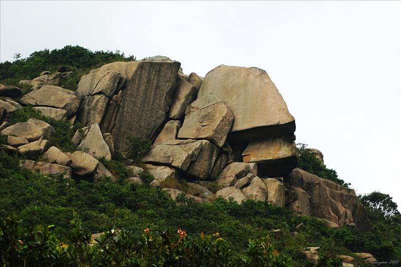 聶高信山面具石群
