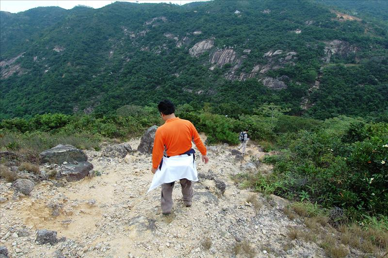 沿渣甸山北脊荒徑下降 descent from Jardine's North Ridge