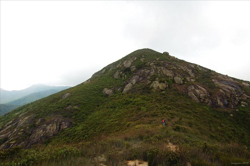 巍蛾崎嶇的水泉澳山脊