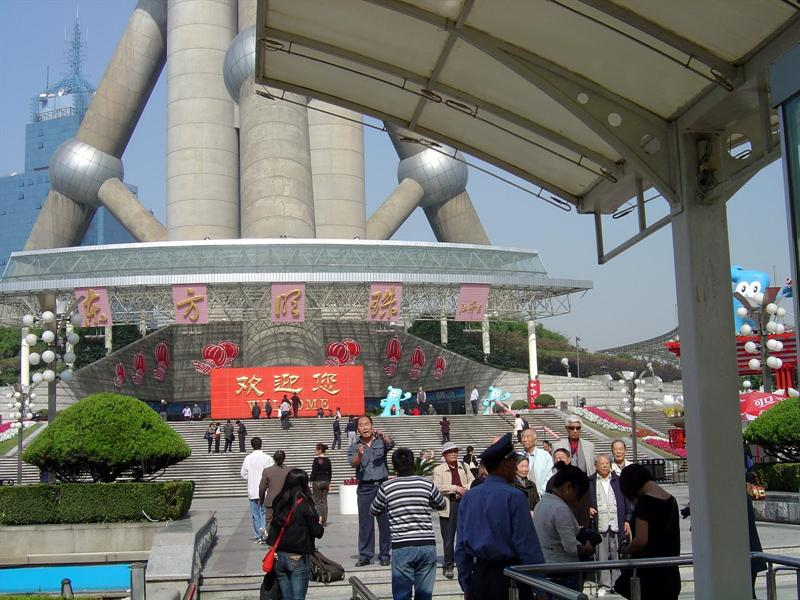 """ Oriental Pearl TV Tower (東方明珠電視塔)"