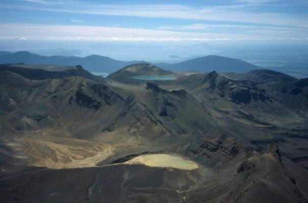 TONGARIRO CROSSING, NI - FEB 2004