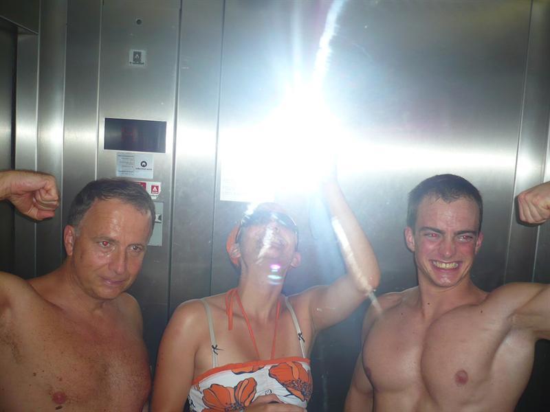 im Aufzug - felvonóban