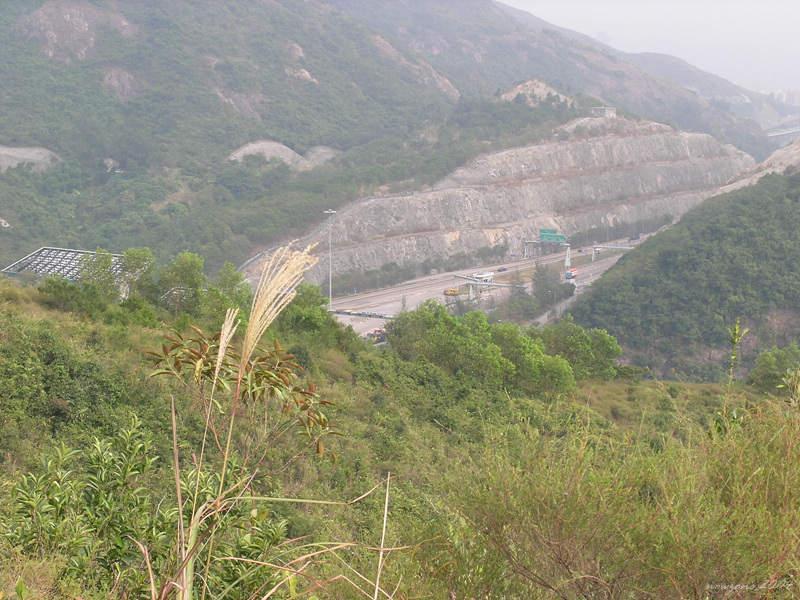 Tai Lam Tunnel 出深井途中下望大欖隧道入口