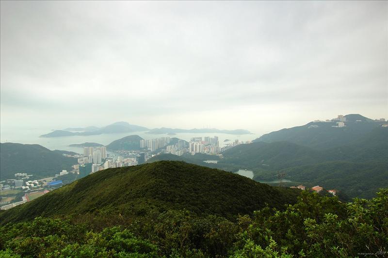 可欣賞港島南區的香港仔、鴨利洲以至南丫島 Aberdeen and Ap Lei Chau