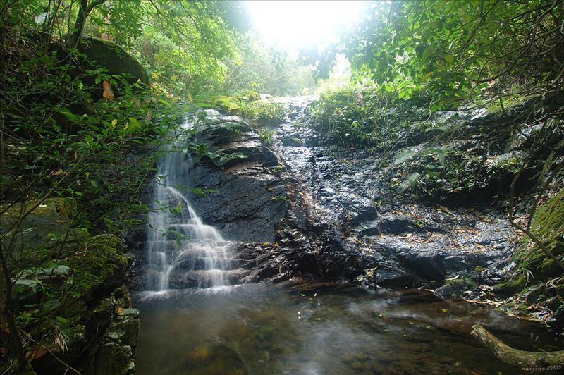 欣賞美絕的小瀑及清潭