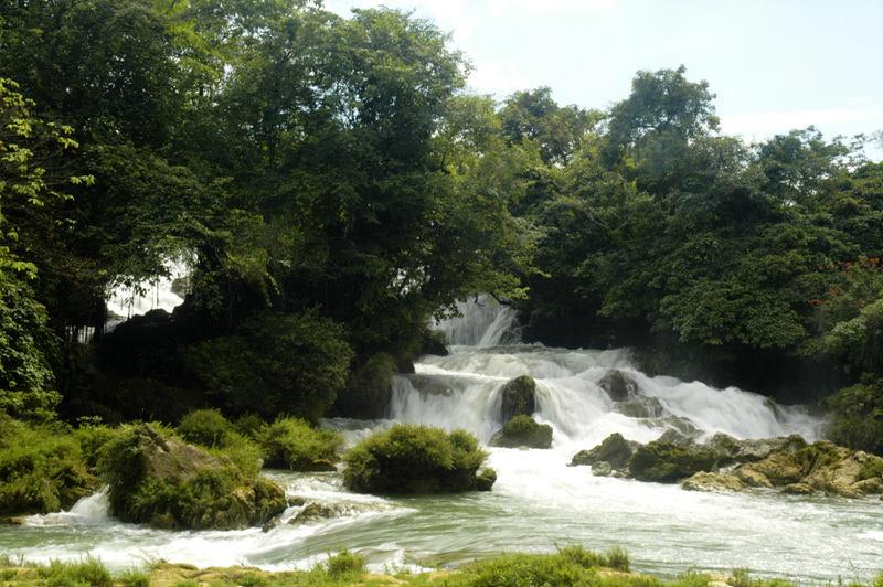 Upper Stream of Waterfall 瀑布上游