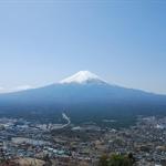 登上展望台,富士山整個被清楚看見