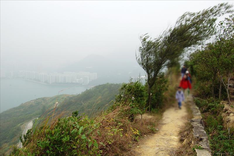 魔鬼山及對岸的港島東區