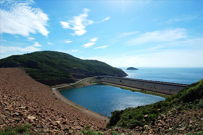 萬宜水庫下的緩衝區 protective coffer dam