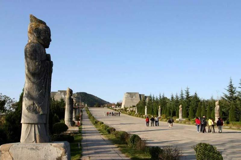 Qianling Tomb--www.china-tour.cn