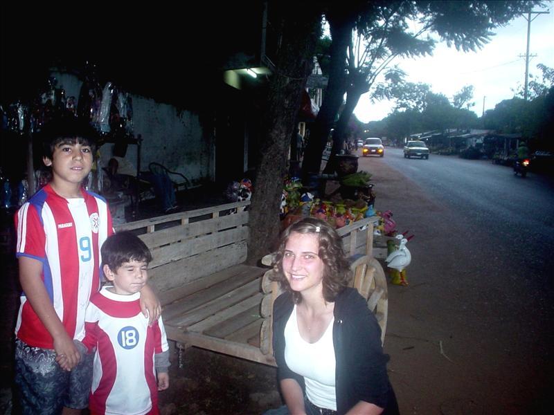 Mit Gastbrüdern Iván (12) und Josué (3) in Aregua
