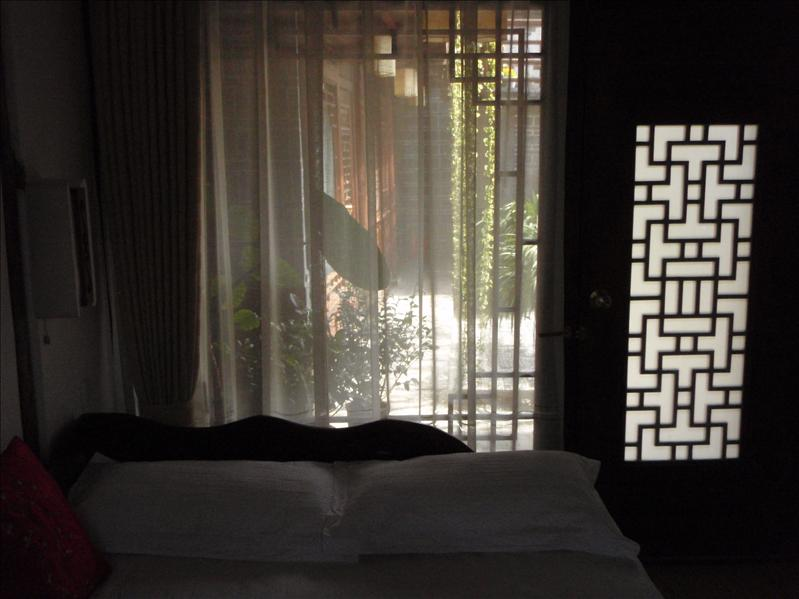 beautiful room, crescent moon inn, Lijiang, cost $17 a night!!!
